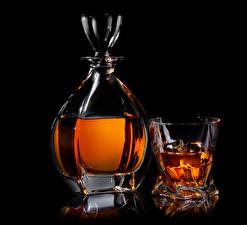 Фотографии Алкогольные напитки Виски Черный фон Кувшин Рюмка