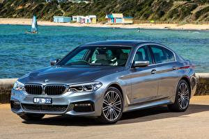 Картинки BMW Металлик Серебристый Седан 2017 530i Sedan M Sport Автомобили