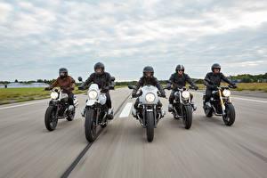 Картинка BMW - Мотоциклы Движение Мотоциклист Шлем Спереди 2014-16 R nineT