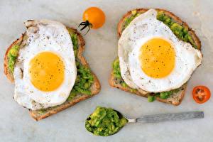 Фото Бутерброды Хлеб Помидоры Двое Яичница Завтрак Пища