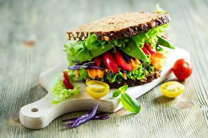 Фото Бутерброд Хлеб Овощи Сэндвич Разделочная доска Еда