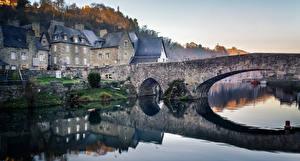 Фотографии Франция Здания Речка Мосты Отражение Le Port de Dinan Brittany Города