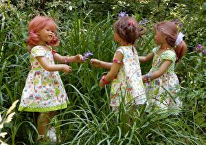 Фотография Парк Куклы Девочки Втроем Платье Траве Grugapark Essen Природа