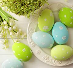 Фотография Праздники Пасха Ландыши Доски Яйца Дизайн Тарелка