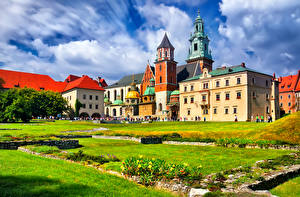 Картинки Краков Польша Дома Газоне Башни Города