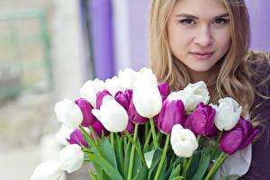 Картинка Международный женский день Тюльпаны Блондинка Лицо Девушки