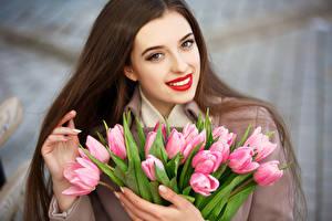 Фотография Международный женский день Тюльпаны Шатенка Улыбка Девушки