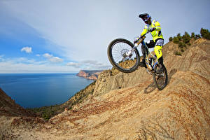 Фото Мужчины Велосипед Скала Униформа Спорт