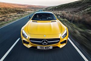 Картинка Мерседес бенц Спереди Желтый Движение C190 2015 UK-spec AMG GT S авто