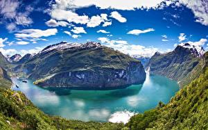 Картинка Норвегия Горы Озеро Небо Пейзаж Облака Geiranger Fjord Природа
