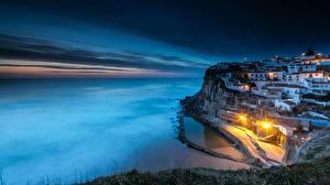 Картинки Португалия Побережье Дома Синтра Скала Ночь Уличные фонари Azenhas do Mar Города