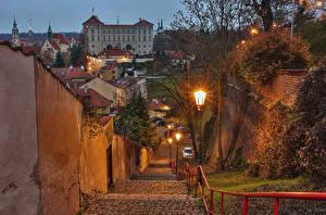 Обои Прага Чехия Дома Вечер Уличные фонари Лестница Города