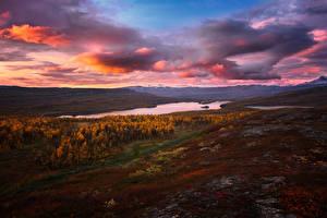 Картинки Пейзаж Осенние Небо Озеро Вечер Облачно Холмы Природа