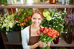 Картинки Тюльпаны Рыжая Улыбка Девушки