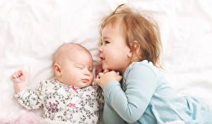 Картинки Двое Девочка Младенцы Спит Дети