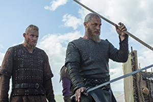 Обои Викинги (телесериал) Мужчины Alexander Ludwig, Travis Fimmel, Ragnar Lothbrok