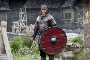 Картинка Воины Викинги (телесериал) Мужчины Щит Travis Fimmel, Ragnar Lothbrok Фильмы