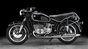 Фото BMW - Мотоциклы Крупным планом Черный фон Сбоку 1960-69 R 60-2 Мотоциклы