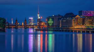 Картинка Берлин Германия Дома Речка Мосты Ночь
