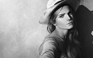 Картинка Emma Watson Рисованные Черно белое Шляпа Взгляд Знаменитости Девушки