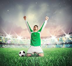 Фотографии Футбол Мужчины Руки Униформа Трава Мяч Стадион Спорт