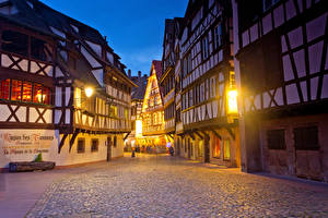 Фотографии Франция Дома Вечер Улица Уличные фонари Strasbourg