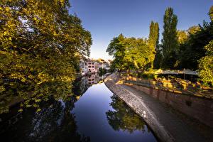 Фотографии Франция Здания Страсбург Водный канал Деревья Города