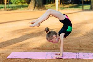 Картинки Гимнастика Девочки Тренировка Ноги Дети