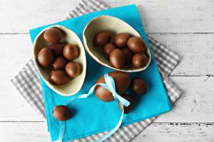 Картинка Праздники Пасха Шоколад Сладости Доски Яйца Продукты питания