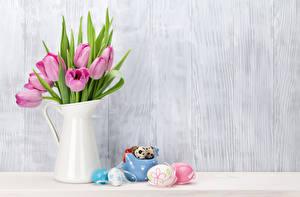 Картинка Праздники Пасха Тюльпаны Стена Кувшин Розовый Яйца Доски Цветы