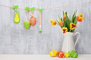 Фото Праздники Пасха Тюльпаны Доски Яйца Кувшин Цветы
