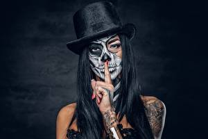 Обои Праздники Шляпа Руки Татуировки Мейкап Брюнетка day of the dead Девушки
