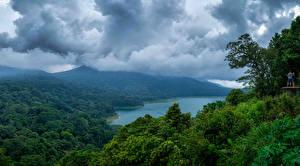 Обои Индонезия Тропики Пейзаж Горы Озеро Леса Облака Bali Природа