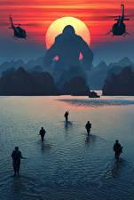 Картинка Конг: Остров черепа Вода Солдаты Обезьяны Рассветы и закаты Десант