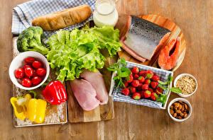 Картинки Мясные продукты Рыба Хлеб Клубника Помидоры Перец Разделочная доска Пища