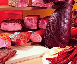 Обои Мясные продукты Ветчина Колбаса Разделочная доска Продукты питания