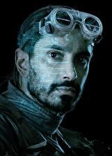 Картинки Мужчины Изгой-один. Звёздные войны: Истории Лицо Очки Черный фон Борода Bodhi Rook (Riz Ahmed) Фильмы