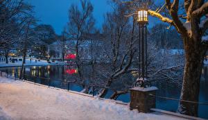 Фотографии Норвегия Пруд Зима Снег Уличные фонари Stavanger Города