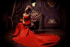 Фотография Рыжая Платье Кресло Сидит Роскошные Девушки
