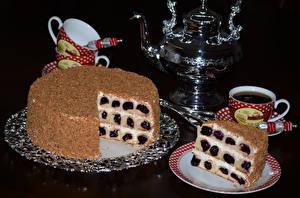 Фотография Сладости Торты Чайник Напитки На черном фоне Чашке Тарелка