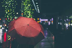 Картинки Зонт Красный Улица Ночь Города