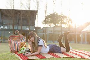 Фото Азиаты Лето Сумка Шатенки Школьница Миленькие молодая женщина