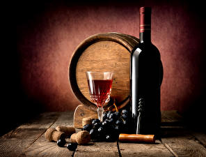 Фото Бочка Вино Виноград Доски Стена Бутылка Бокалы Пища