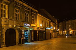 Фото Загреб Хорватия Дома Часы Улица Ночь Уличные фонари Города