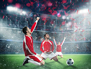 Фото Футбол Мужчины Втроем Униформа Мяч Газон Стадион Спорт