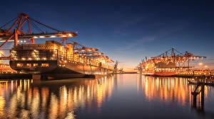 Фотографии Гамбург Германия Пирсы Корабль Контейнеровоз В ночи Уличные фонари Harbour Города