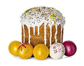 Картинки Праздники Пасха Выпечка Кулич Сахарная глазурь Белый фон Яйца Еда
