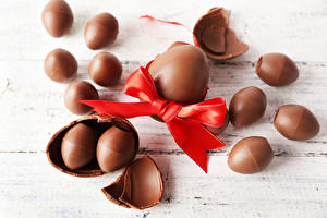 Картинка Праздники Пасха Шоколад Доски Яйца Бантик