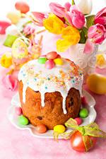 Картинка Праздники Пасха Кулич Сладости Тюльпаны Сахарная глазурь Яйца