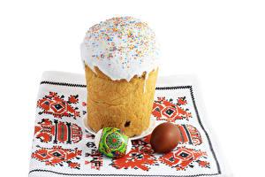 Фотография Праздники Пасха Кулич Сахарная глазурь Белый фон Яйца